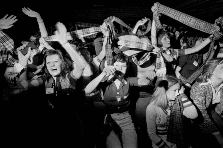 Fans en délire à un concert des Bay City Rollers, Newcastle, Tyne and Wear, années 1970. © Homer Sykes
