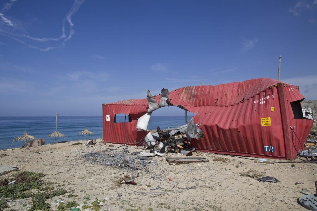 Container détruit sur une plage au Nord de Gaza. © Kai Wiedenhöfer for the Carmignac Gestion photojournalism Award