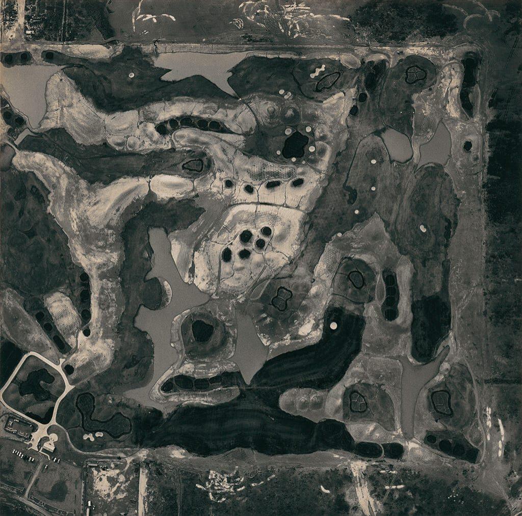 © Terrain de golf en construction. Emmet Gowin, courtesy Pace MacGill Gallery New-York