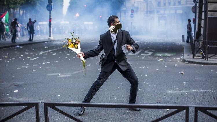 manifestant-palestine-fisheye
