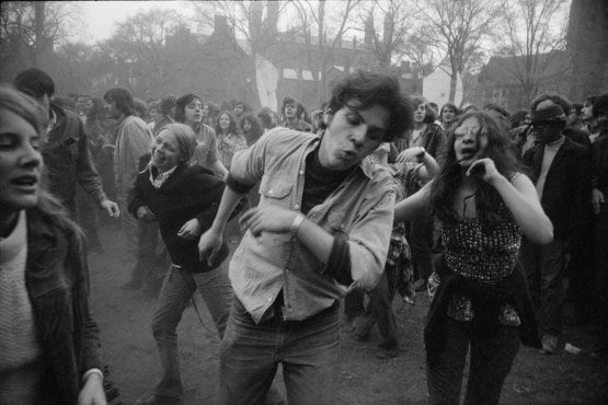 New Haven, Connecticut, 1970 Garry Winogrand Tirage numérique posthume d'après un négatif original. The Garry Winogrand Archive, Center for Creative Photography, The University of Arizona. © The Estate of Garry Winogrand, courtesy Fraenkel Gallery, San Francisco