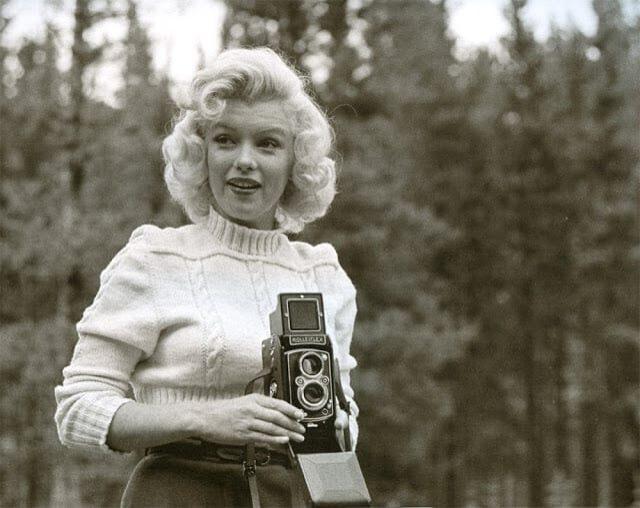 Marilyn_monroe with camera rollieflex