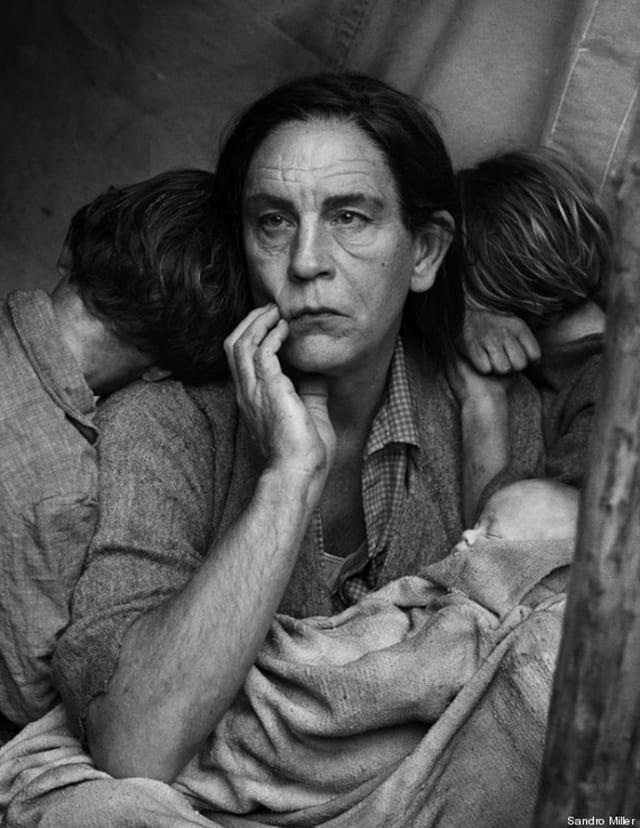 John Malkovich. Migrant Mother, Nipomo, California, 2014. D'après la photo de Dorothea Lange (1936) © Sandro Miller
