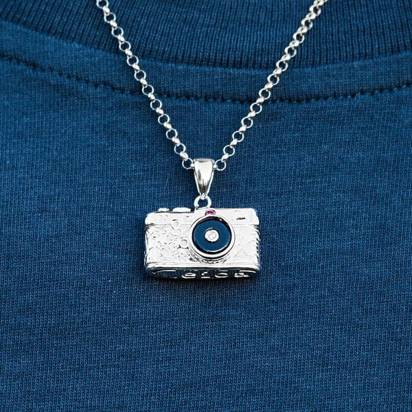 cooph-camera-necklace-background-mobile_grande