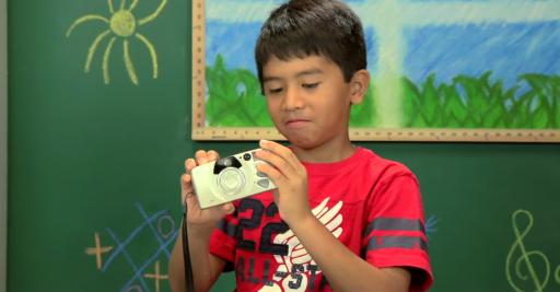 Fisheye Magazine | Des enfants réagissent à un vieil appareil photo