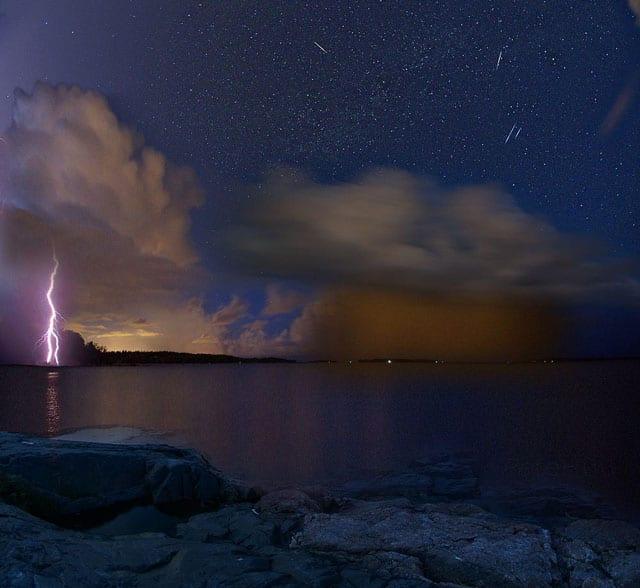 """Nightly shower 130812 F4332"" © Pete Huu"