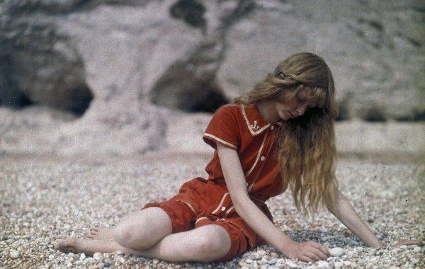 Fisheye Magazine | La jeune fille en rouge