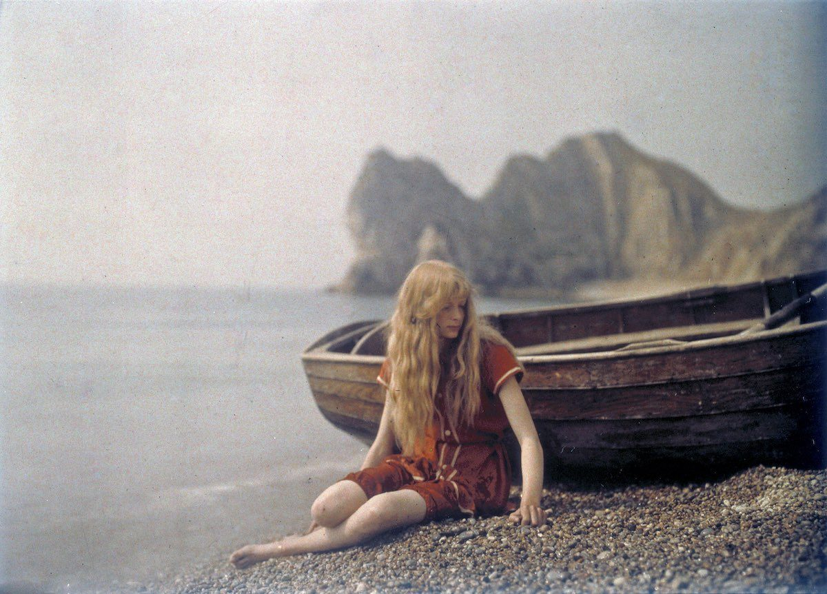 """On the Beach"", 1913 © Mervyn O'Gorman, from The Royal Photographic Society Collection at the National Media Museum"