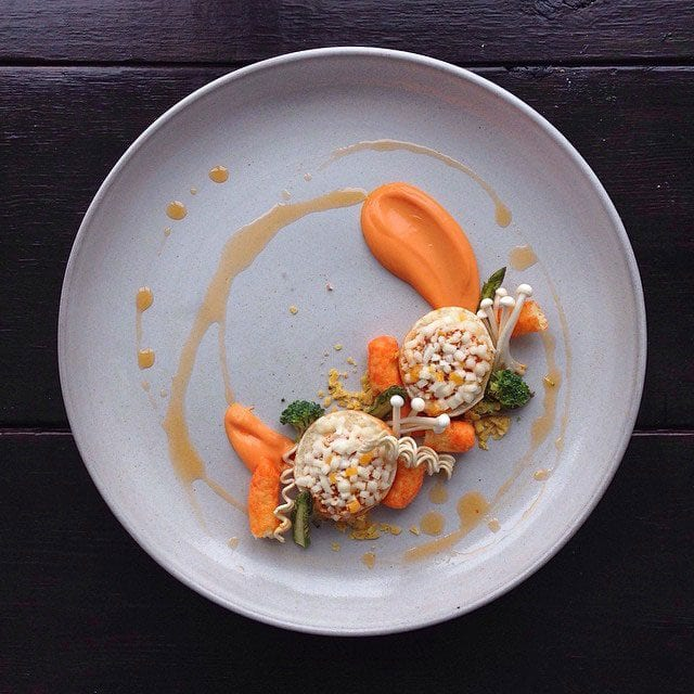 """HAWAIIAN BAGEL BITES, CHEETOS, BABY CARROT + RANCH PURÉE, SMALL VEGETABLES AND CHIPOTLE OIL"" / © @chefjacqueslamerde / Instagram"
