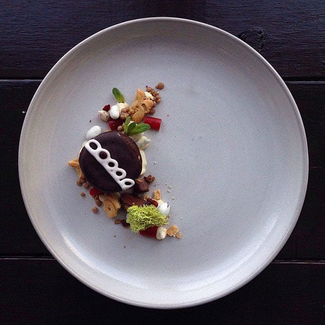 """HOSTESS CUPCAKE W/ RAINBOW DUNK-A-ROOS, YOGURT RAISINS, SOME NIBZ AND STRBUCKS MOCHA FRAP CAVIAR. TINY MINT AND A PIECE OF FANCY MOSS!"" / © @chefjacqueslamerde / Instagram"