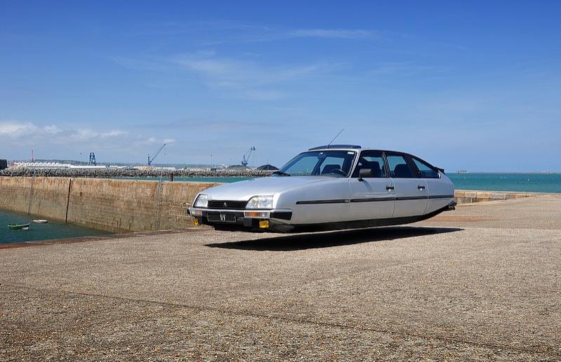 sylvain-viau-flying-cars-fisheyelemag-5