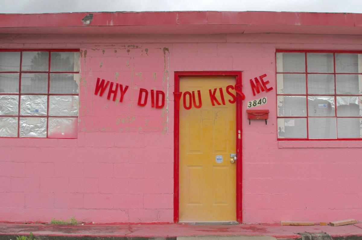 """""""Pourquoi est-ce que tu m'as embrassé ?"""" - Abandoned love / © Peyton Fulford"""