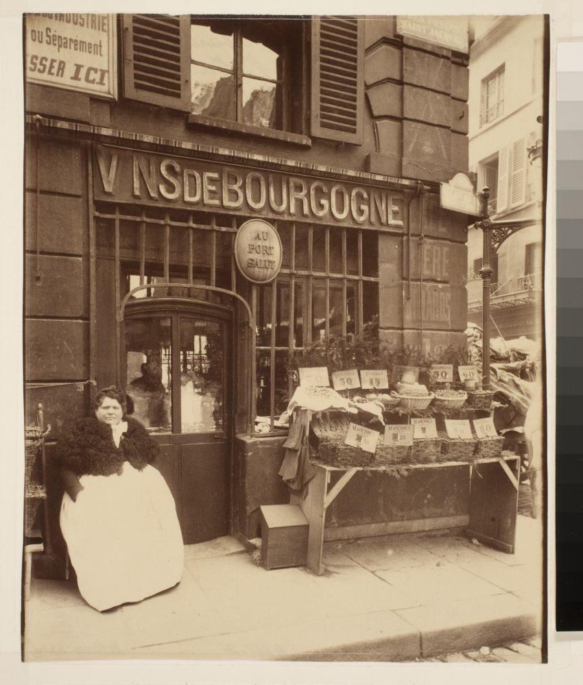 Au Port Salut, cabaret Rue des Fosses St. Jacques, 1903, © Eugène Atget / George Eastman House