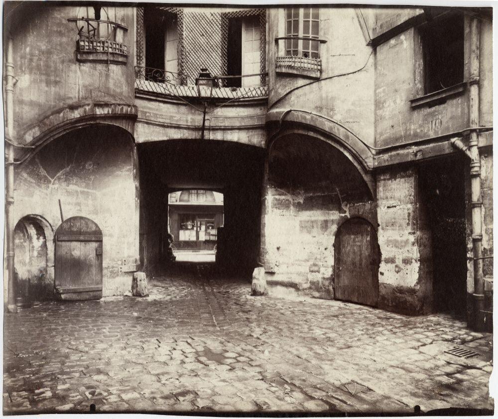 Cour du Dragon, 1913, © Eugène Atget / George Eastman House