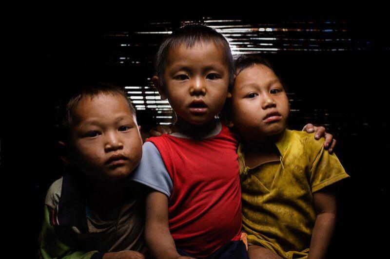 portraits-enfants-laos-remi-chapeaublanc-4