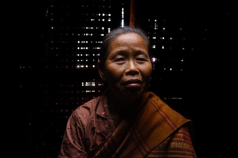visage-femme-laos-remi-chapeaublanc-9