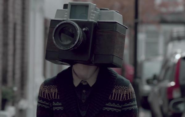 Fisheye Magazine | Le garçon avec une caméra à la place de la tête