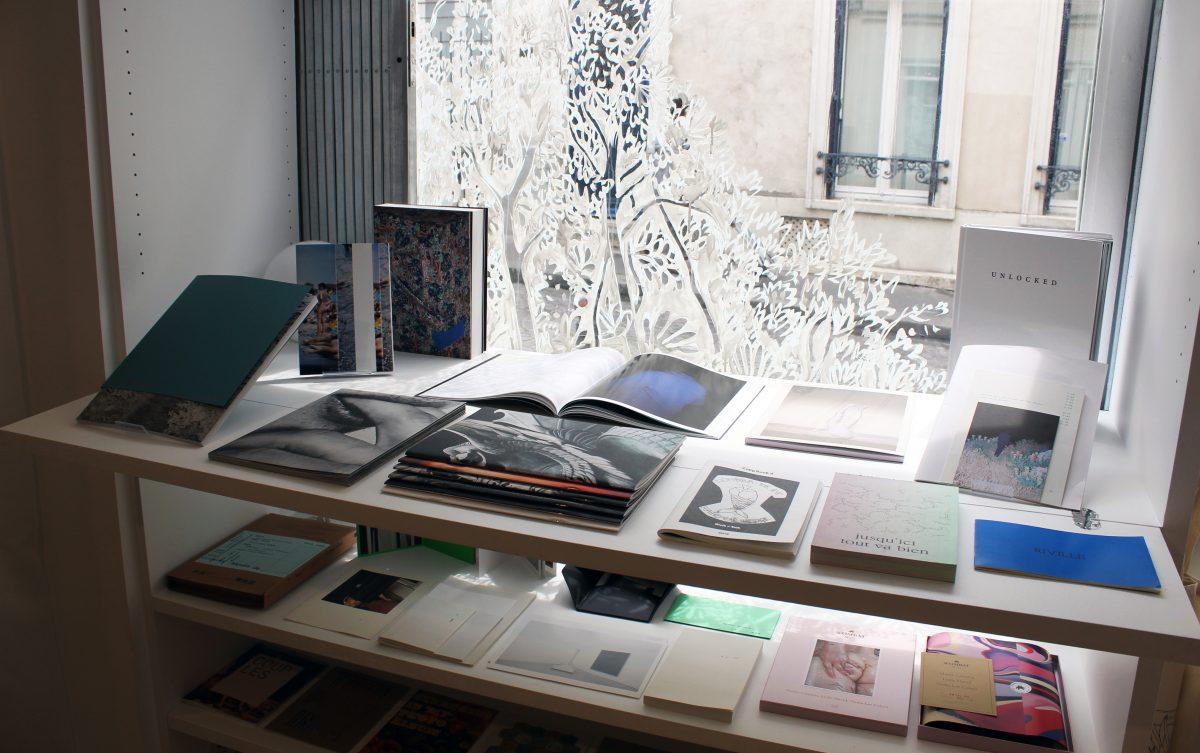 Livres exposés au vernissage de la 2e exposition de More Than A Gallery © Esthèle Girardet