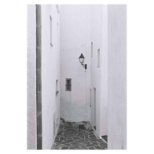 © Laura Bonell / Instagram