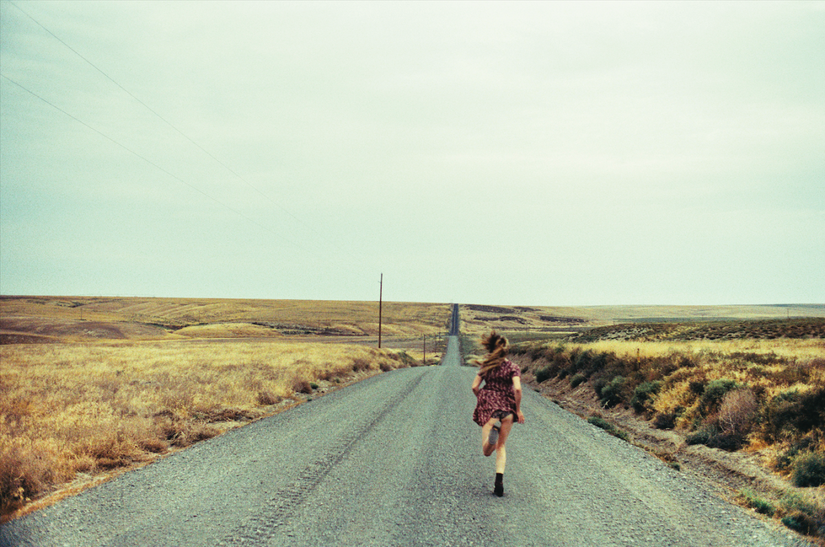 """Run, Run, Run"". Photo extraite de la série ""Joe's Road"" / © Maud Chalard et Théo Gosselin"
