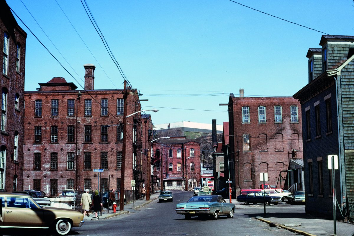 Zone industrielle, périmètre historique de Great Falls, Paterson, New Jersey, juin 1973. Photo Chester H. Liebs. © Chester H. Liebs.