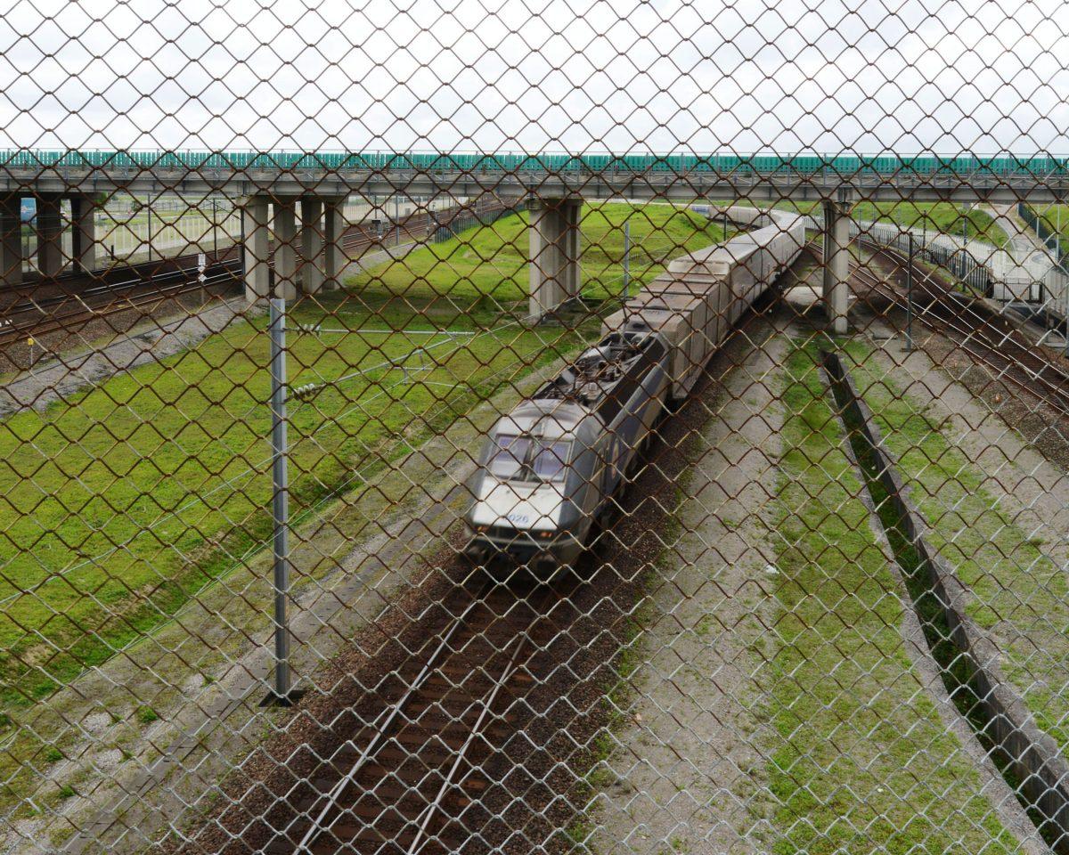 En juin 2015, il y a eu jusqu'à 6 500 tentatives d'intrusion sur le site d'Eurotunnel. 10 personnes tentant de passer en Angleterre sont mortes ce même été.