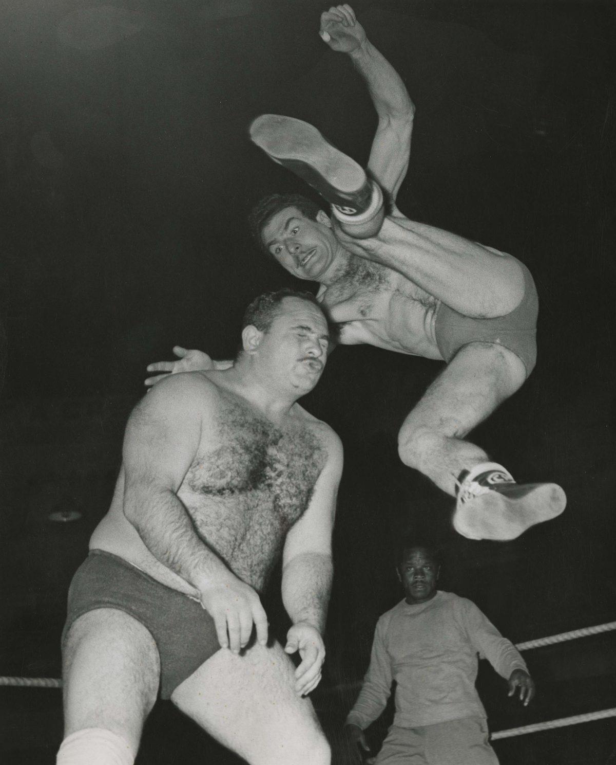 Two Wrestlers, Bogota, 1956. Silver print. Copyright Manuel H.
