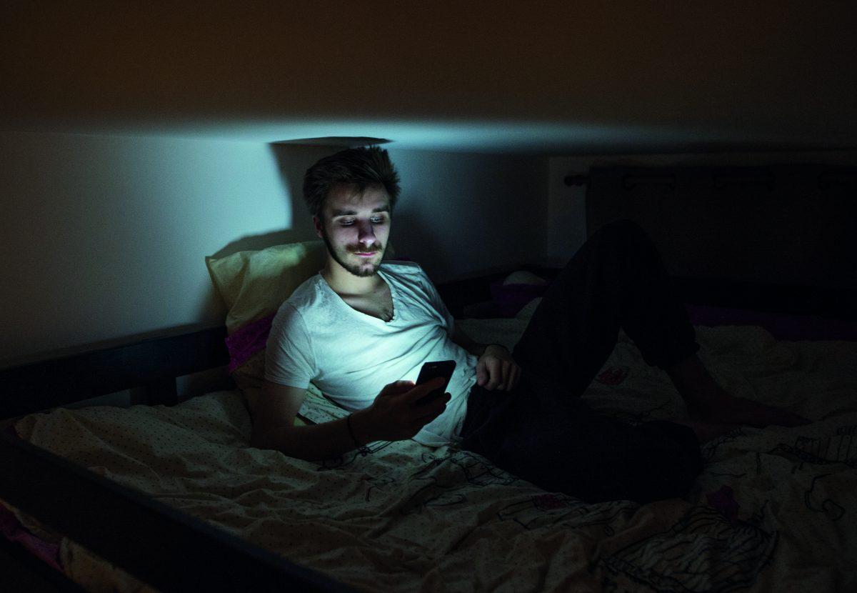 Louis, Tinder est le moyen de rencontrer des gens  comme dans la vraie vie mais en mieux affirme le slogan Tinder © Maxime Matthys