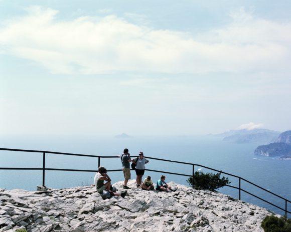 Touristes au Cap Canaille, Cassis, Aoüt, 2014 © Mathieu Farcy / Signatures