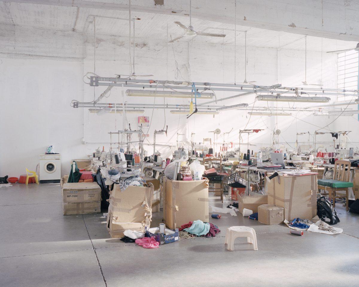 Un atelier textile chinois saisi par la police italienne à Prato, près de Florence © Michele Borzoni/TerraProject