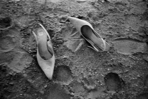 Milla's shoes, 1990 / Peter Lindbergh (courtesy Peter Lindbergh, Paris)