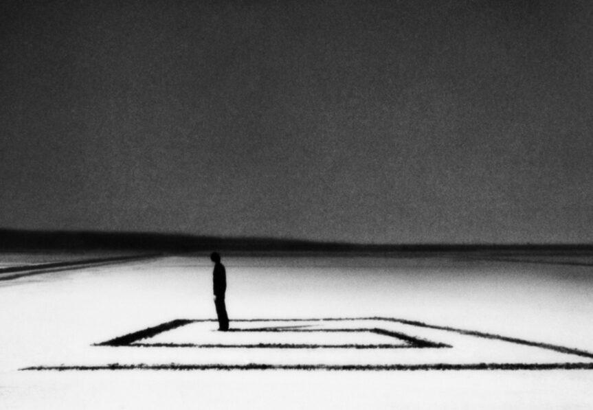 © Corinne Mercadier / Devant l'escalier de verre