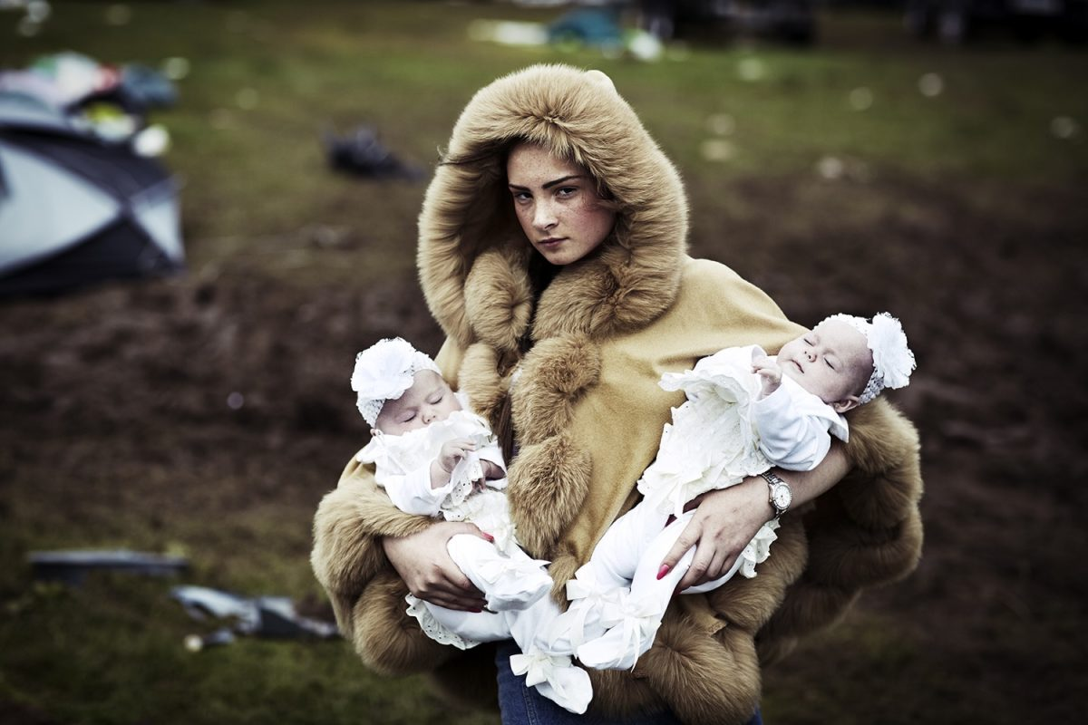 Debbie O'Donoughe with twins © Mattia Zoppellaro/Contrasto