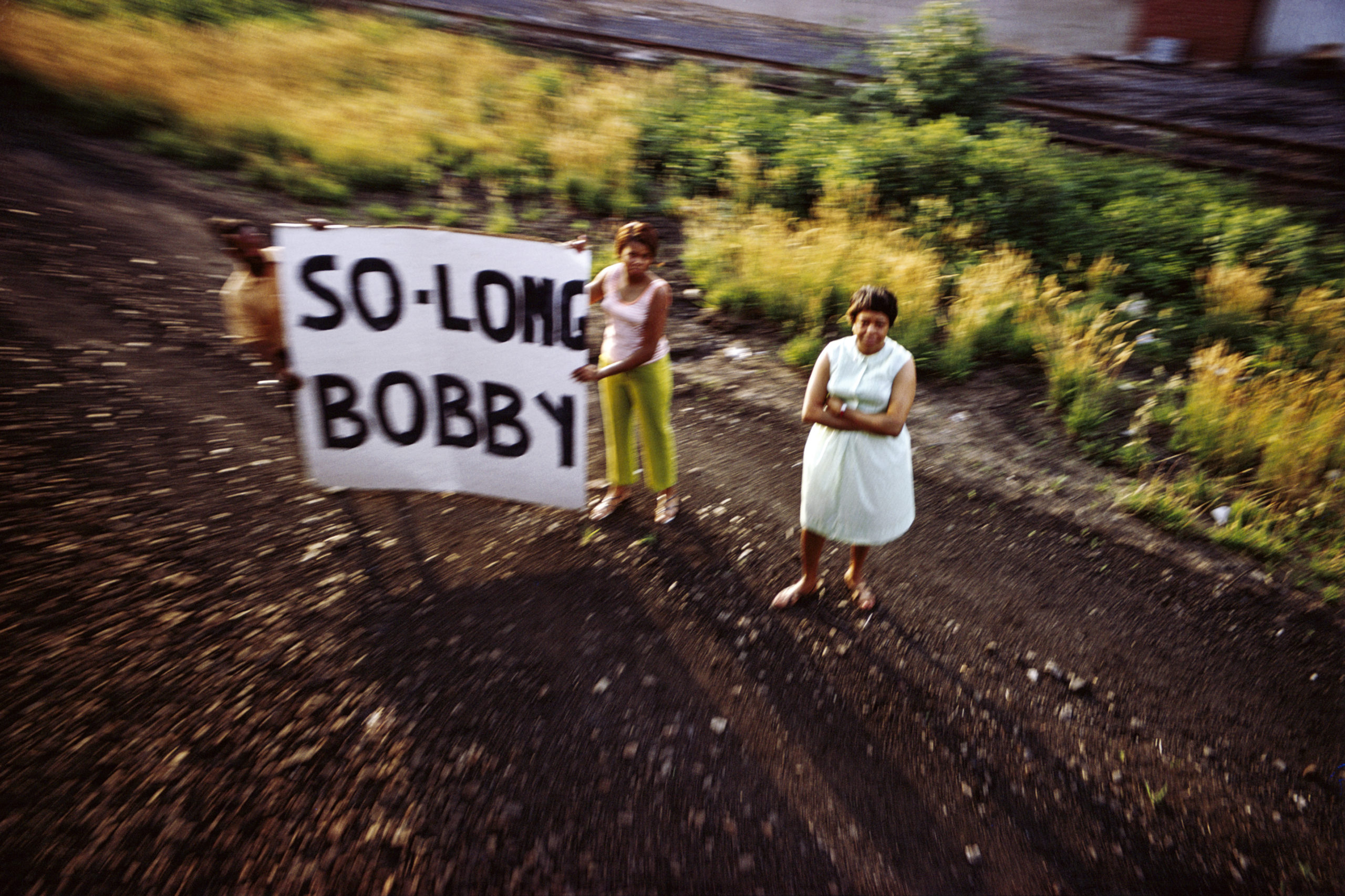Sans titre, série RFK Funeral Train, 1968 © Paul Fusco/Magnum Photos, Avec l'aimable autorisation de la Danziger Gallery.