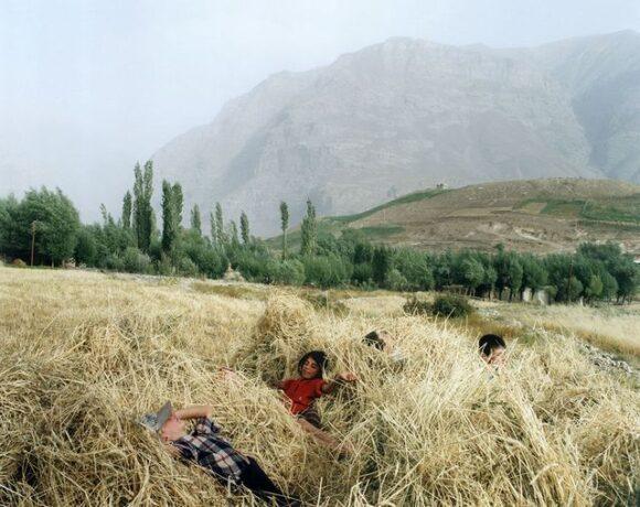 Dans une île au milieu du Tadjikistan, 1995 © Rip Hopkins