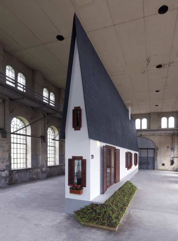 Erwin Wurm, Narrow House © Robert Fessler
