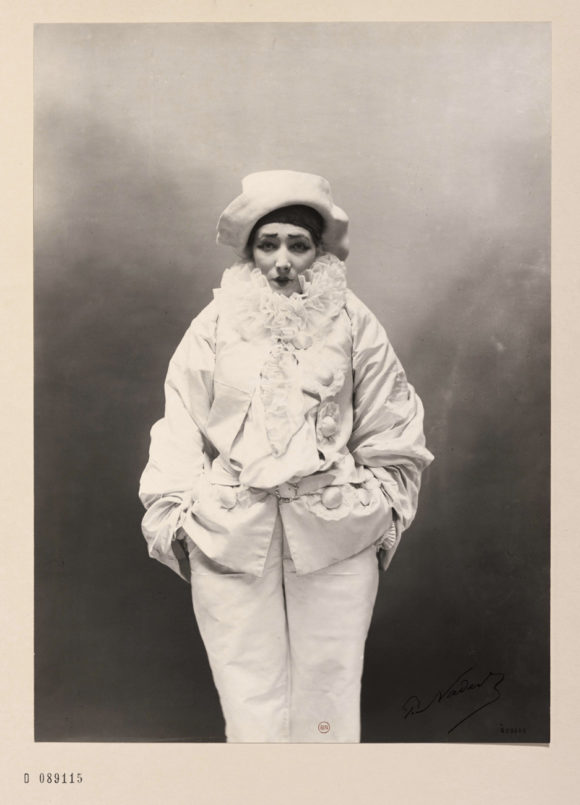 Paul Nadar, Sarah Bernhardt dans Pierrot assassin, vers 1883 BnF, département des Estampes et de la photographie