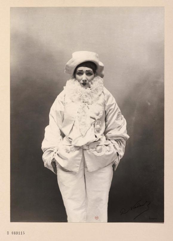 © Paul Nadar, Sarah Bernhardt dans Pierrot assassin, vers 1883 BnF, département des Estampes et de la photographie