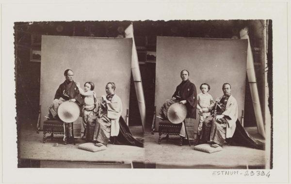 © Félix Nadar, Paul Nadar enfant et deux membres de l'ambassade japonaise, 1862 BnF, département des Estampes et de la photographie