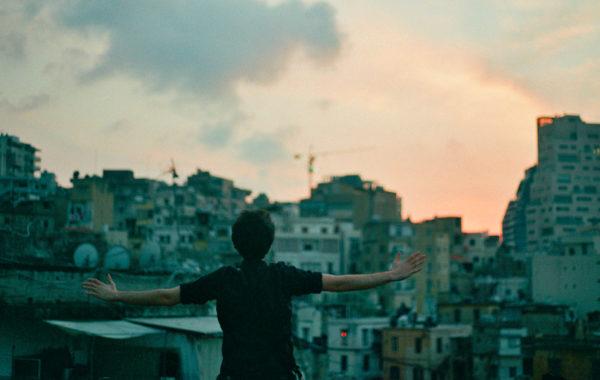C'est-l'élan-d'une-ville-qui-veut-vivre-malgré-tout-—-(c)-Joséphine-Parenthou-fisheye-image-d'ouv