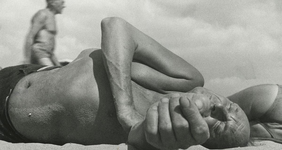 5-Leo-Levinstein-_Coney-Island-1954_©-Howard-Greenberg-Gallery,-New-York