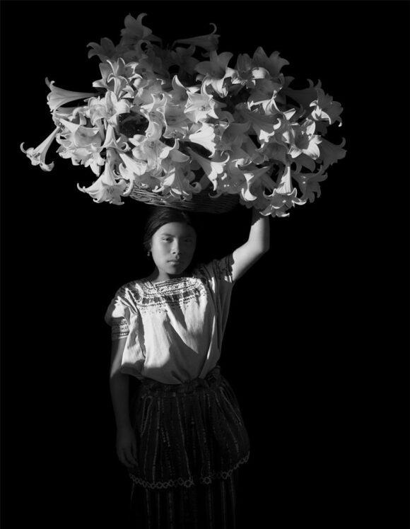 Flor Garduño, Canasta de Luz, Corbeille de lumière d'époque / © Flor Garduño © BnF - Département des Estampes et de la photographie