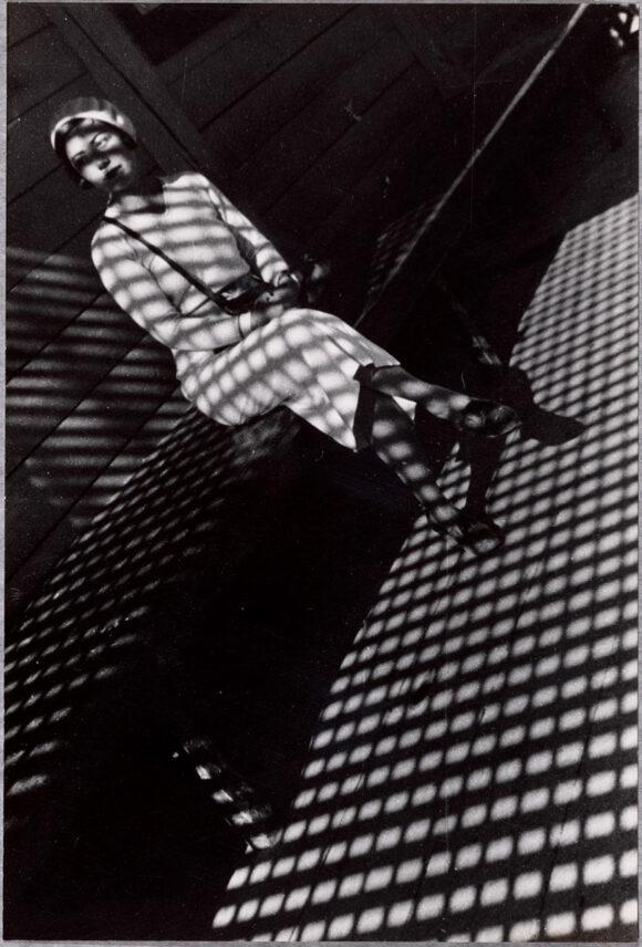 Alexandre Rodtchenko, Jeune fille au Leica / © BnF - Département des Estampes et de la photographie © Adagp, Paris, [2020]